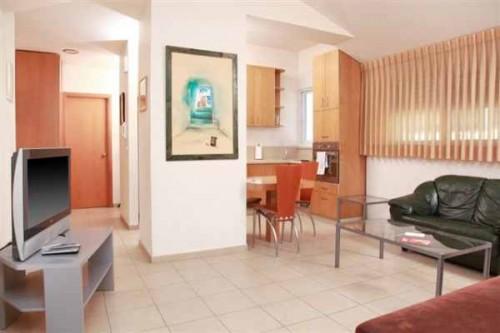 """סוויטה 55 מ""""ר- מלון דירות סיטי סנטר"""